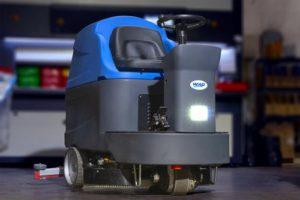 รถขัดพื้นอัตโนมัติแบบนั่งขับ WAP A11 AUTOSCRUBBER ความจุถังน้ำดี/น้ำเสีย 180 ลิตร/200 ลิตร ราคาประหยัด บำรุงรักษาง่าย ระบบไม่ซับซ้อน