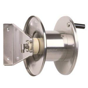 โรลม้วนเก็บสายฉีดน้ำ RAMEX AVM9000 Hose Reels Water Standard Pressure 0-200 Bar โรลม้วนเก็บสายสแตนเลสแบบมือหมุน สำหรับแรงดัน 0 - 200 บาร์ ผลิตจากอิตาลี ใช้ในอุตสาหกรรมฟาร์มปศุสัตว์ ภัตตาคาร โรงงานอุตสาหกรรม อู่ซ่อมรถยนต์ เกษตรกรรม ก่อสร้าง เหมืองแร่ เรือเดินสมุทร