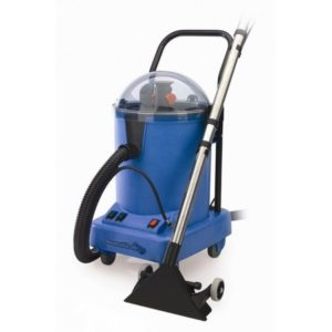 เครื่องทำความสะอาดพรม NUMATIC NHL15 EXTRACTION CLEANER 1200W, 15/15L, 2280L/min แบบดูดกลับ ใช้งานในระดับอาชีพ CleanTec Hi-Lo 15 ใช้งานได้อย่างรวดเร็วและมีประสิทธิภาพ ใช้งานง่ายไม่ซับซ้อนในการซักทำความสะอาดพื้นพรมแบบต่างๆ สามารถปรับระดับได้ สำหรับพื้นที่สกปรกน้อยภายในอาคารทั่วไป และพื้นที่สกปรกมากซึ่งมักจะอยู่ในทางเข้าประตูและทางเดินหลัก ระบบ Hi-Lo ช่วยให้คุณสามารถเลือกปรับระดับได้ ถ้าพื้นที่มีคราบสกปรกน้อยกว่า