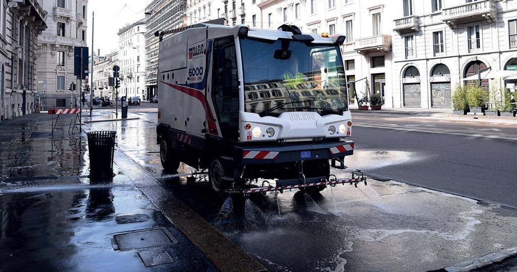 รถกวาดถนน ฉีดล้างถนน ทำความสะอาดถนน Dulevo 6000